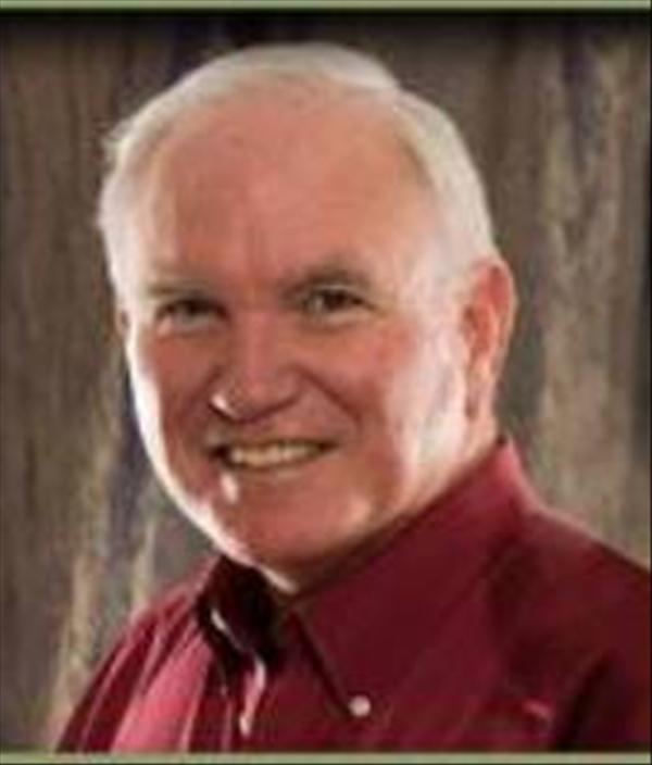 """Dr Roger Barrier a pris sa retraite en tant que pasteur enseignant principal de l'église Casas Church à Tucson, en Arizona. En plus d'être un auteur et un conférencier recherché, Roger a encadré et enseigné à des milliers de pasteurs, de missionnaires et de dirigeants chrétiens du monde entier. Casas Church, où Roger a servi tout au long de sa carrière de 35 ans, est une méga église connue pour un ministère bien intégré et multigénérationnel. La valeur d'inclure les nouvelles générations est profondément enracinée dans tout Casas pour aider l'Église à se déplacer fortement à travers le XXIe siècle et au-delà. Dr. Barrier détient des diplômes de l'Université Baylor, du Séminaire théologique baptiste du Sud-Ouest et du Golden Gate Seminary en grec, de la religion, de la théologie et de la pastorale. Son livre populaire """"Listening to the Voice of God"""" publié par Bethany House, en est à sa deuxième édition et est disponible en thaï et en portugais. Son dernier ouvrage est """"Got Guts? Get Godly! Pray the Prayer God Guarantees to Answer"""" de Xulon Press. Roger peut être trouvé blogging à """"Preach It, Teach It"""" le site d'enseignement pastoral fondé avec sa femme Dr. Julie Barrier."""