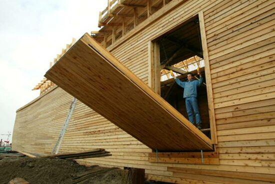 Construction du nouveau Arche de Noe apr un neerlandais