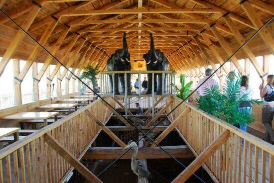 Construction du nouveau Arche de Noe par un neerlandais