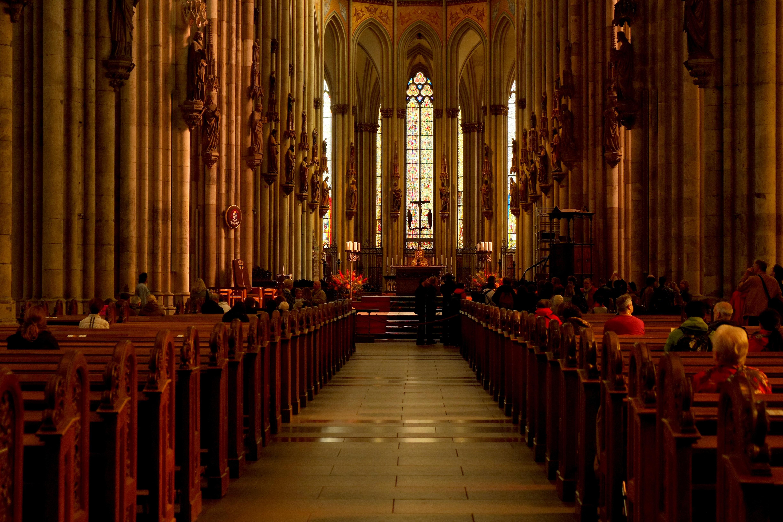 Demon dans les eglises_ 5 ans de cela je visitais une église et je voyais que chaque membre de l'église avait une fleur dans leur mai