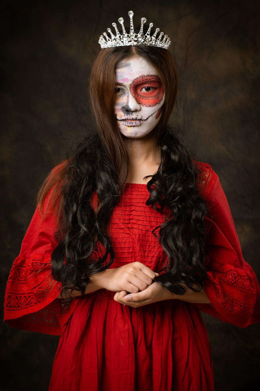 Vous ne vous êtes jamais assis avec le diable, et maintenant vous trouvez qu'il n'y a aucun problème pour célébrer Halloween? C'est totalement une illusion, je pense que vous êtes très délirant en tant que croyant. Célébrer Halloween n'est pas différent d'offrir des rituels au diable, c'est toujours la même chose.