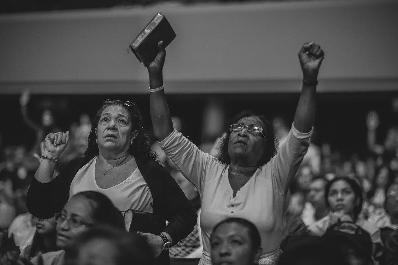 Prière de Combat Spirituel_ Guerre Spirituelle. Dans la bible il n'y a aucun mention de prière de guerre ou prière de combat. Ceux qui font ces choses sont dans l'ignorance – ils le font hors du contexte. Vous ne devez pas prier pour que Dieu attaque quelqu'un pour vous, ce n'est pas biblique.